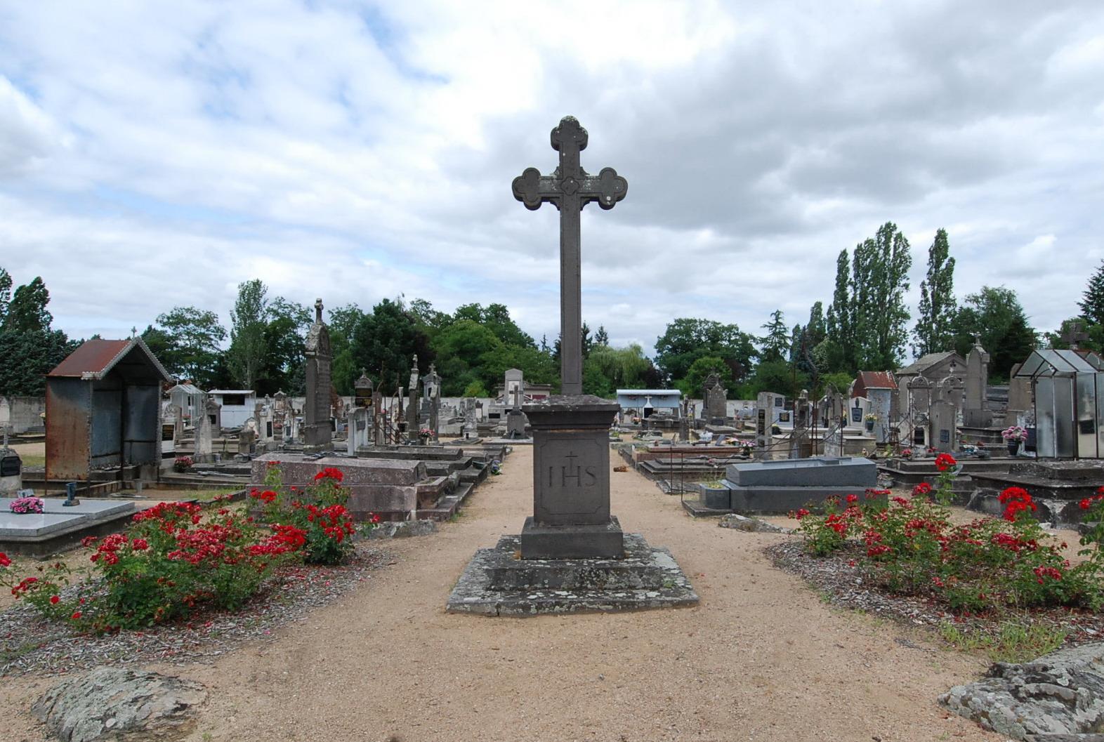 crucifix du cimetiere de Villefranche d'Allier