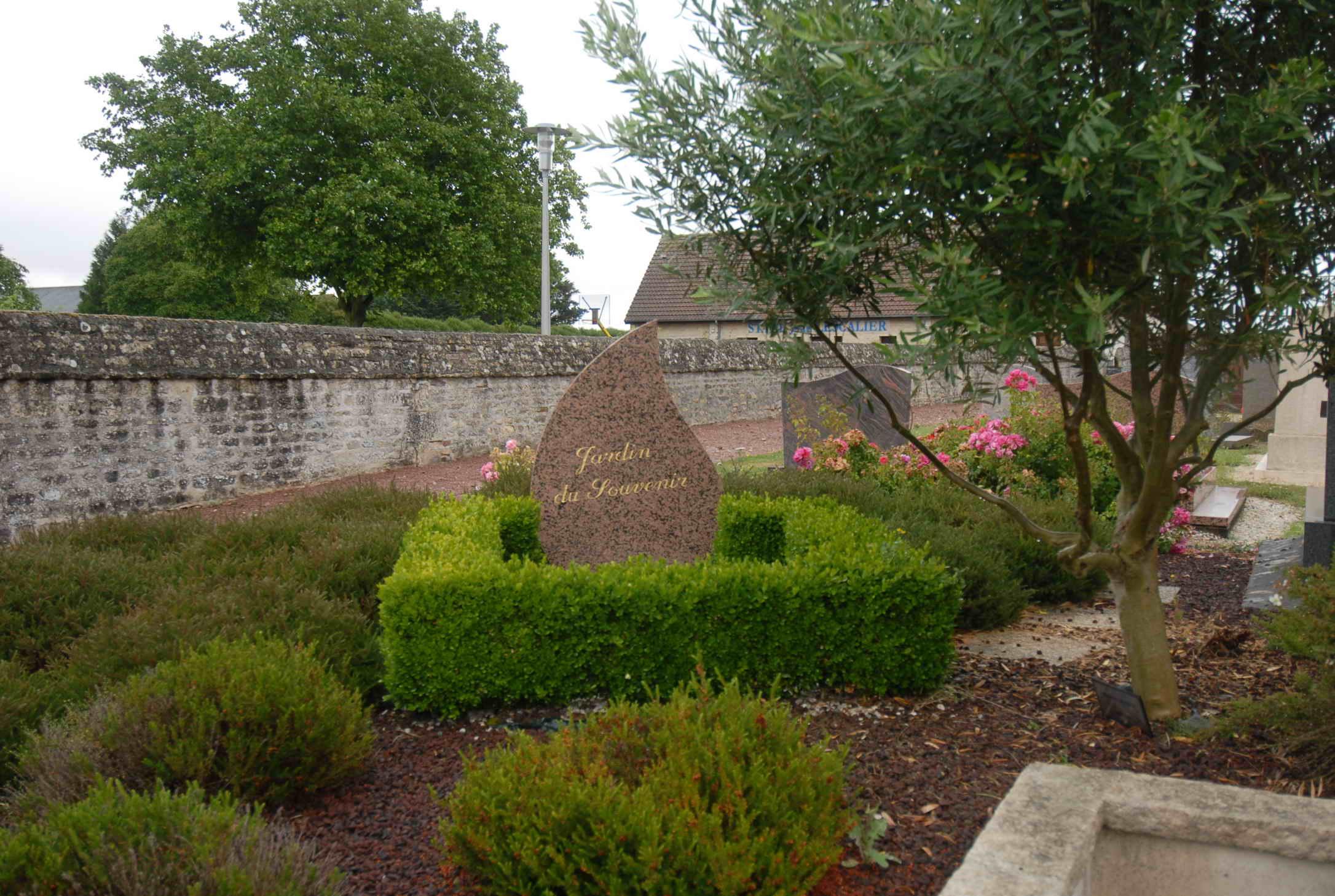 jardin du souvenir du cimetière de Cheux