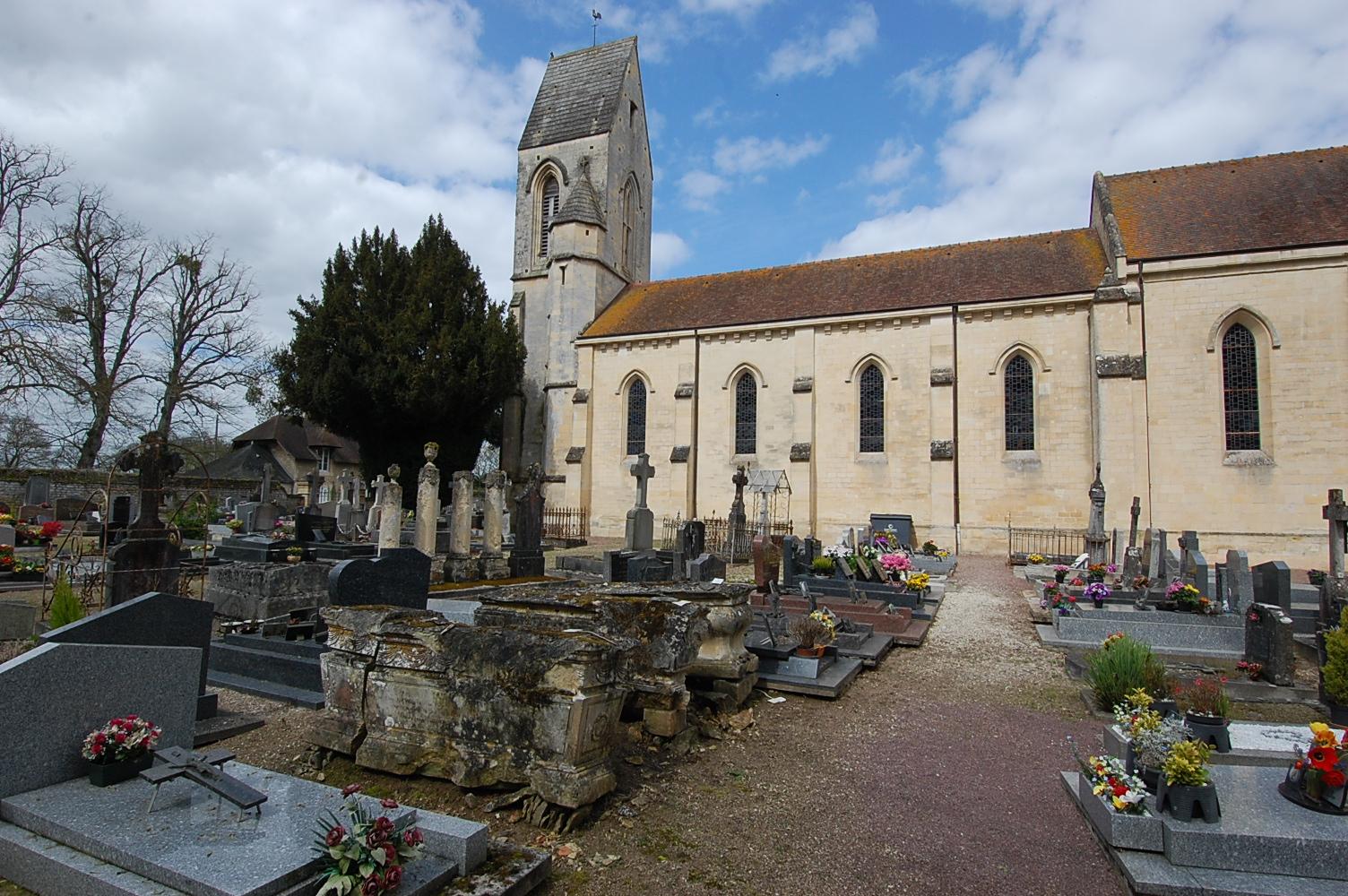 église et cimetiere de Louvigny