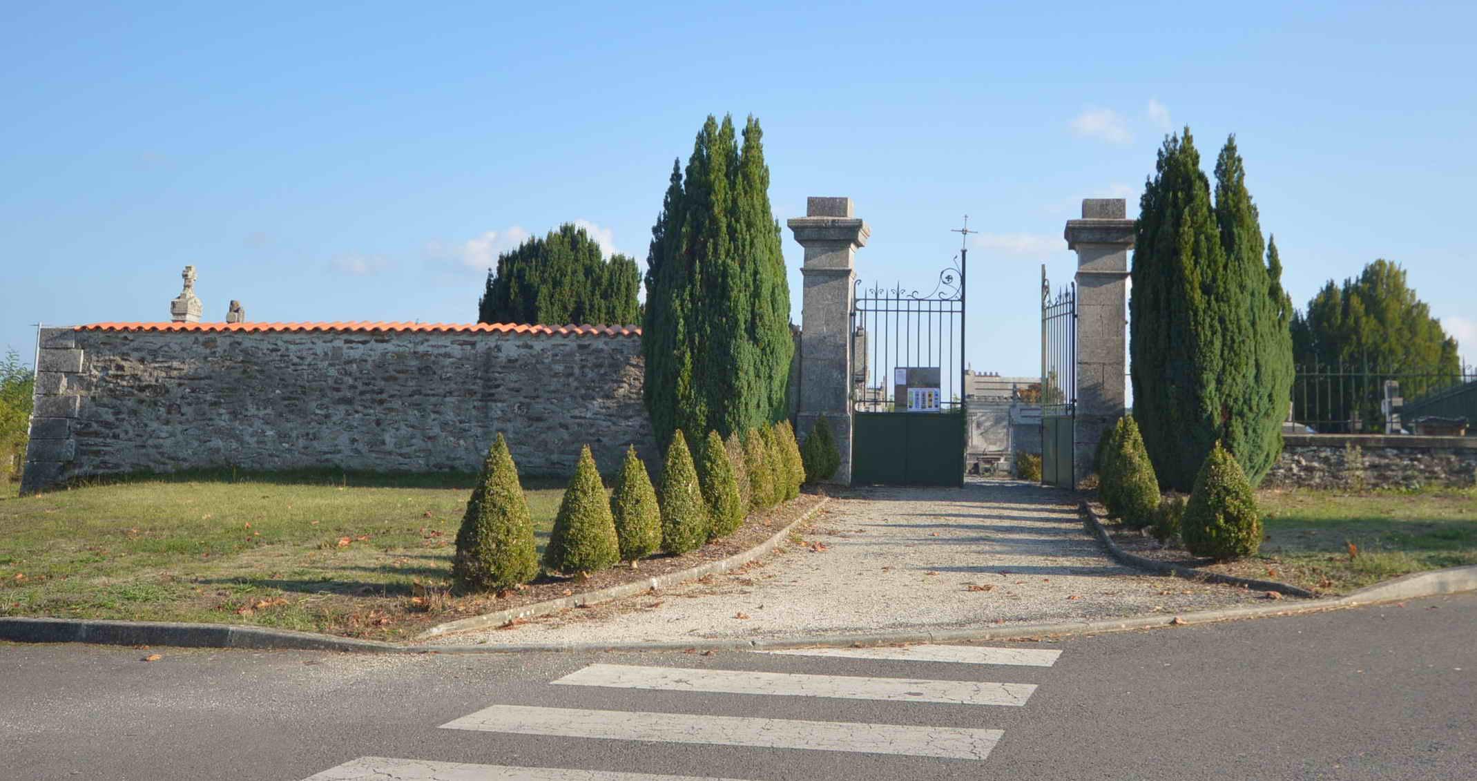 porte d'entrée du Cimetiere de Montemboeuf