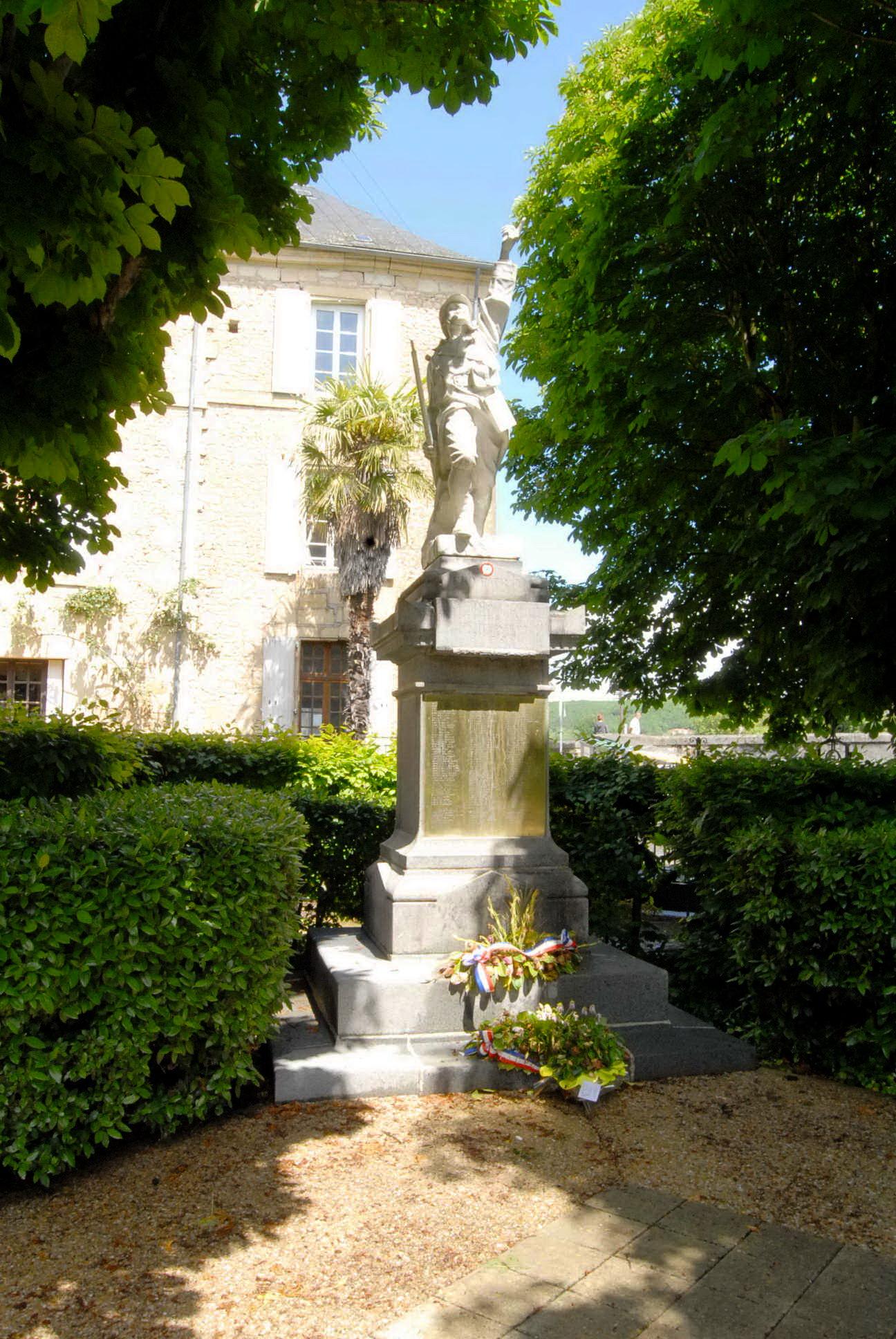 Monument aux Morts Montignac 24