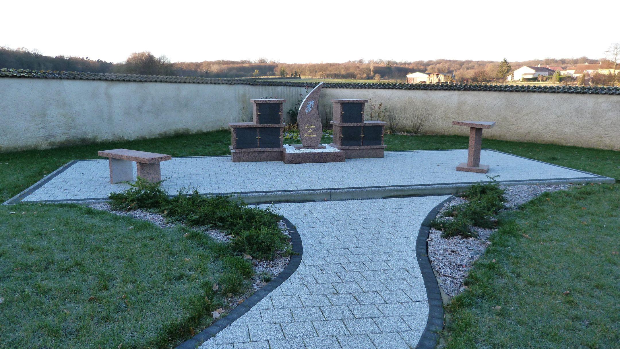 jardin du souvenir du cimetière de Kirschnaumen