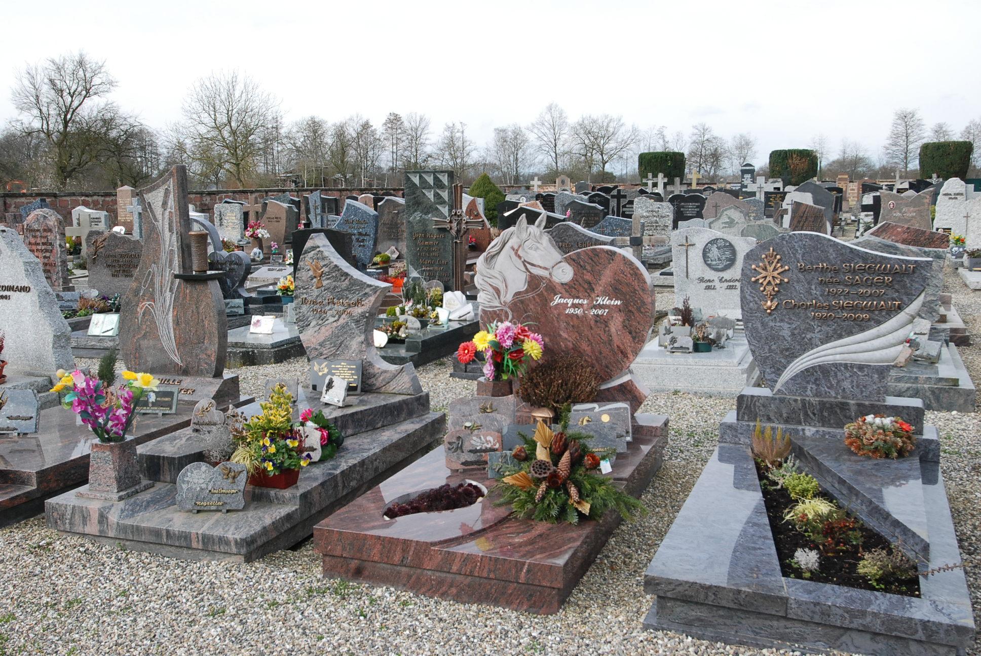 zoom sur les sépultures dans le cimetière de boofzheim