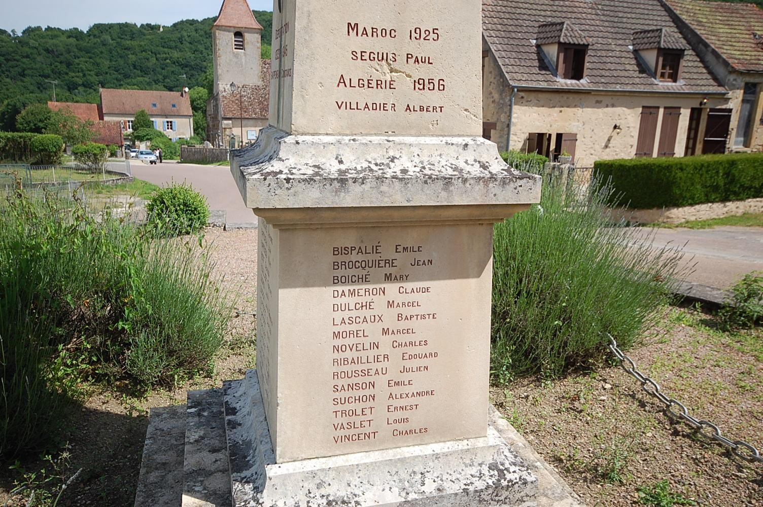 Monument aux Morts Domecy sur Cure 89450
